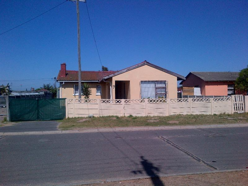 Property For Sale in Bishop Lavis, Cape Town 3