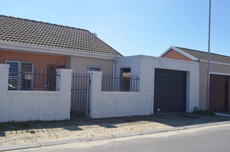 Property For Sale in Pelikan Park, Cape Town 3