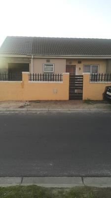 Property For Rent in Pelikan Park, Cape Town