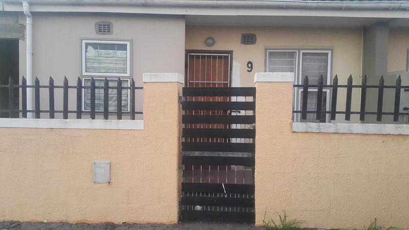 Property For Rent in Pelikan Park, Cape Town 2