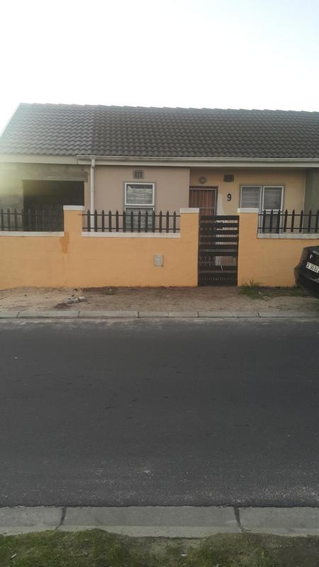 Property For Rent in Pelikan Park, Cape Town 1