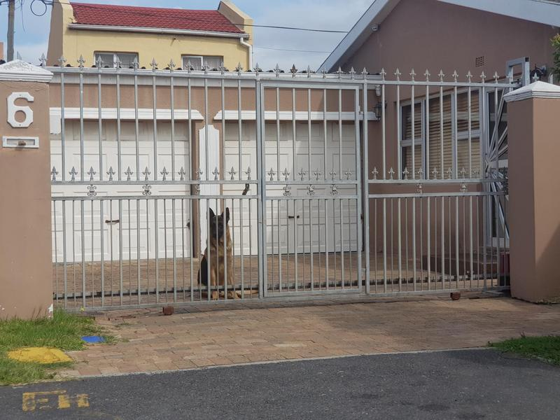 House For Sale in Montague's Gift, Cape Town