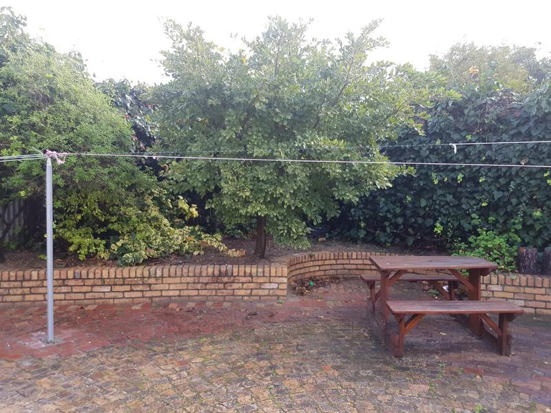 Cottage For Rent in Kenilworth, Cape Town