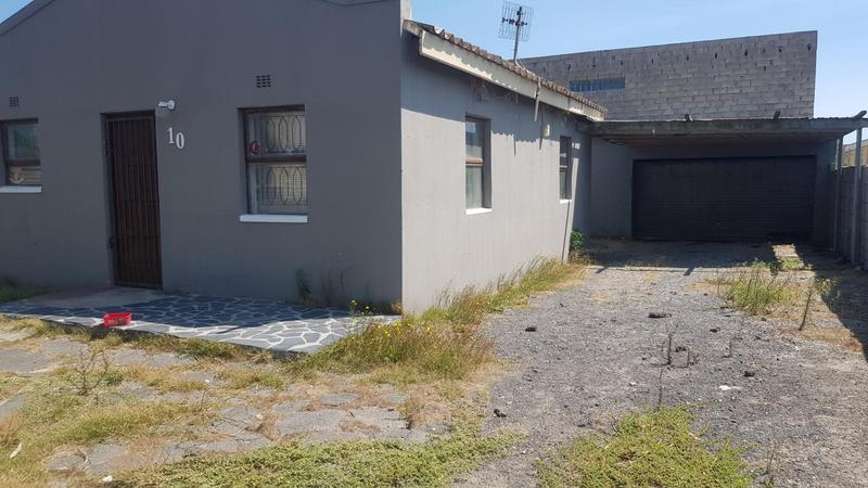 Property For Sale in Pelikan Park, Cape Town 4